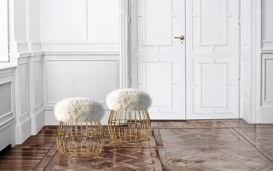ANDY STOOL With a warm and friendly personality, Andy stool is an artistic combination of a gold plated brass structure and a woolly white fur. This gracious union is the perfect trendy addition to the coziest corner of the house.